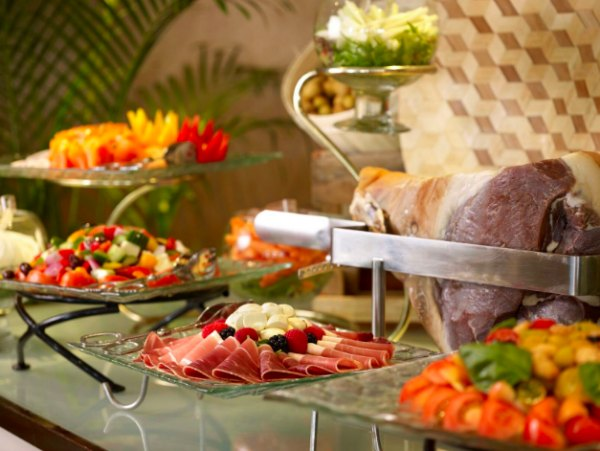 Places to go for brunch with kids Child Friendly Mothers day Sentosa Singapore Champagne Brunch