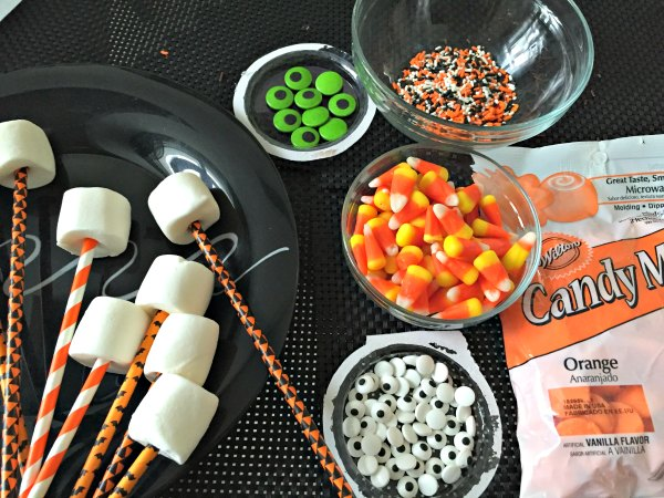 2 Halloween marshmallow pops food dessert